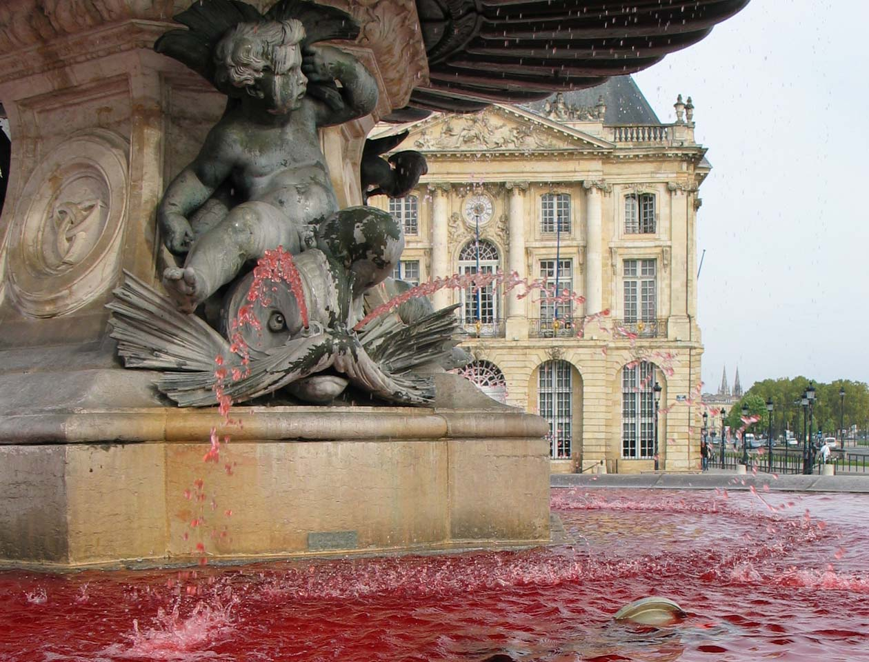 2012-10-08-Fontaine-Bourse-Pink-October-2