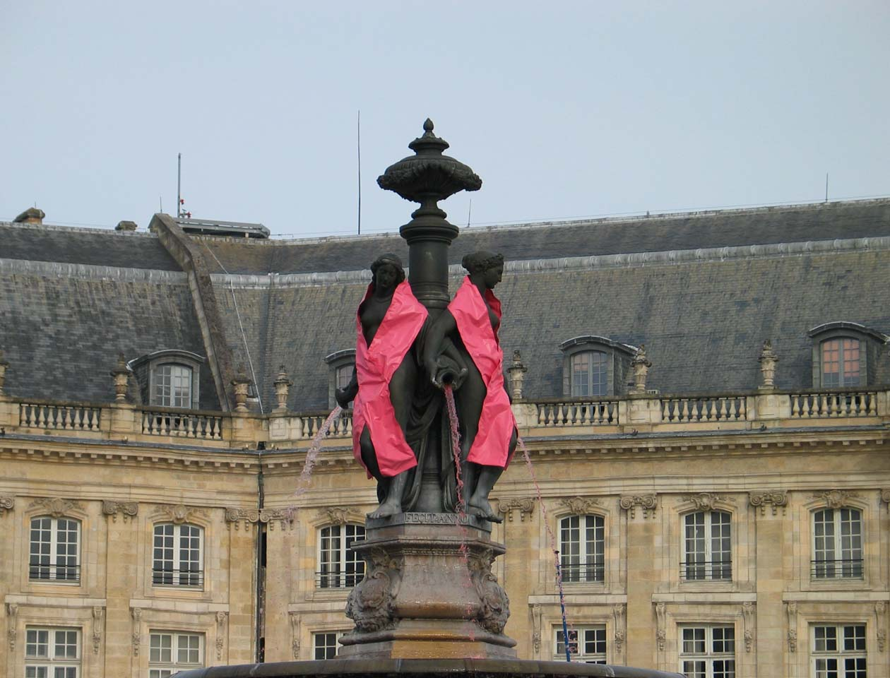 2012-10-08-Pink-October-Bordeaux-Place-Bourse