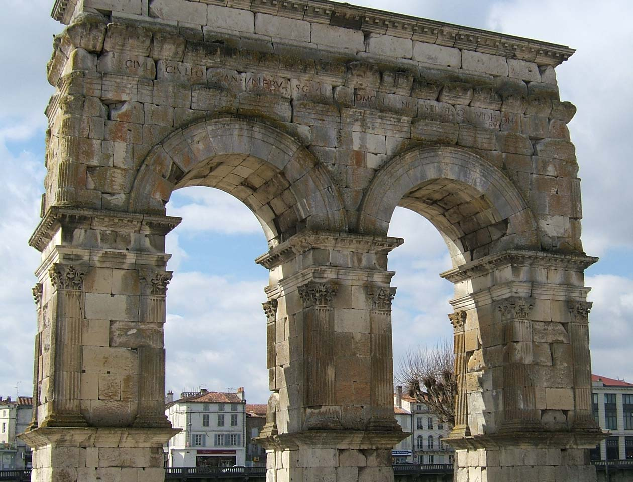 Saintes-Arc-Germanicus