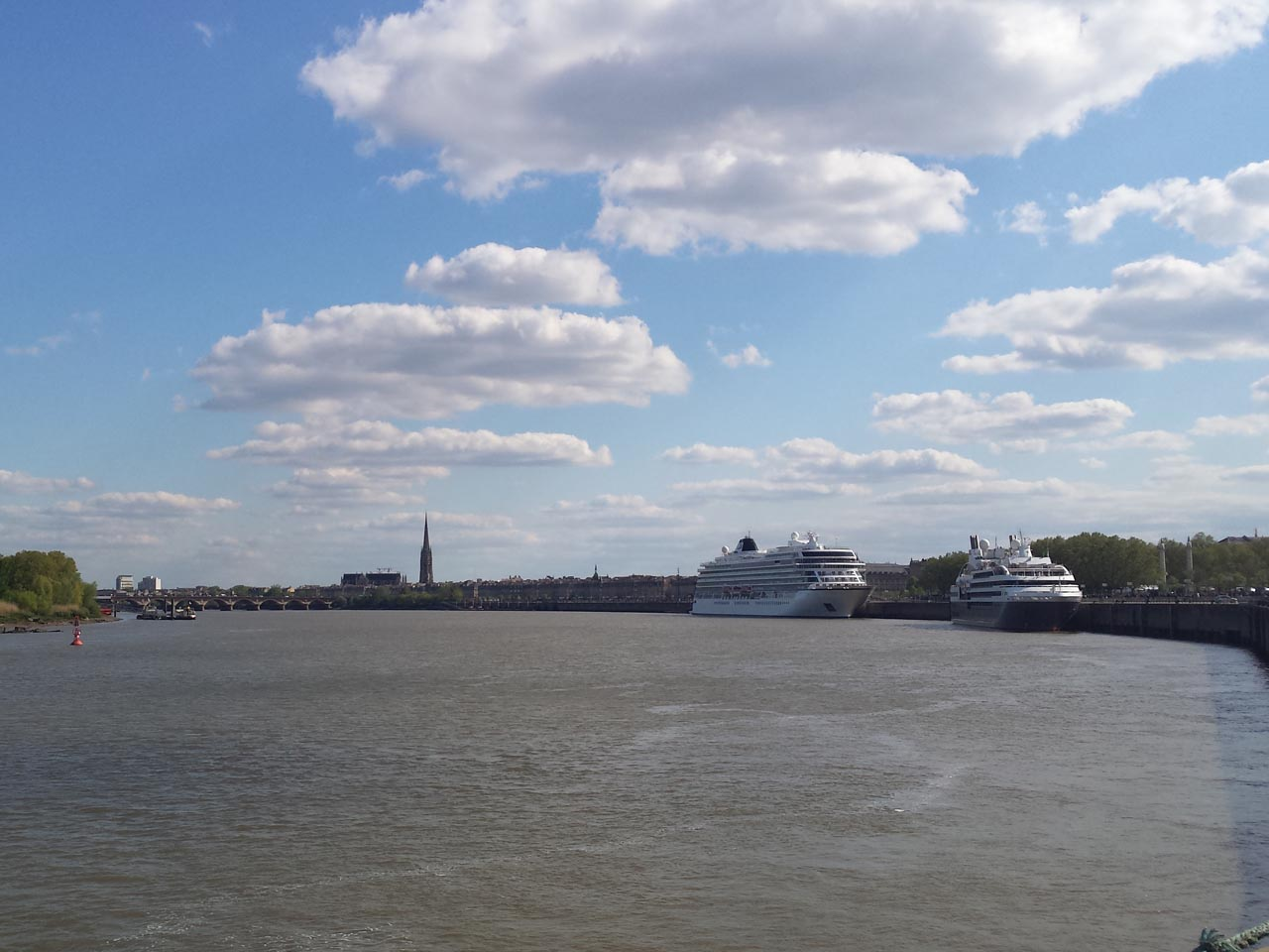 April 2016 : parade of the cruises ship in Bordeaux port