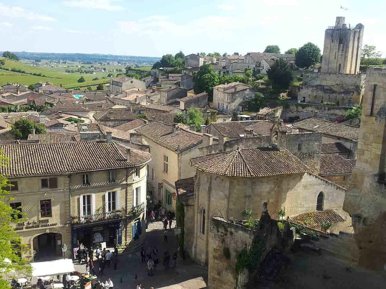 Saint Emilion : wine and medieval village